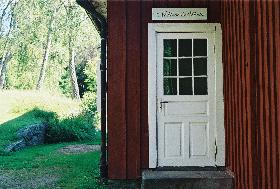 Dörren in till Nebbeboda skola. Foto: Olofströms kommun.