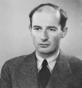 Raoul Wallenberg på ett passfoto från år 1944. Wikipedia.