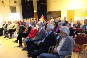 Fredagskvällens publik i  lokalen Ulvön på folkhögskolan i Ljungskile. Foto Ingemar Lönnbom.