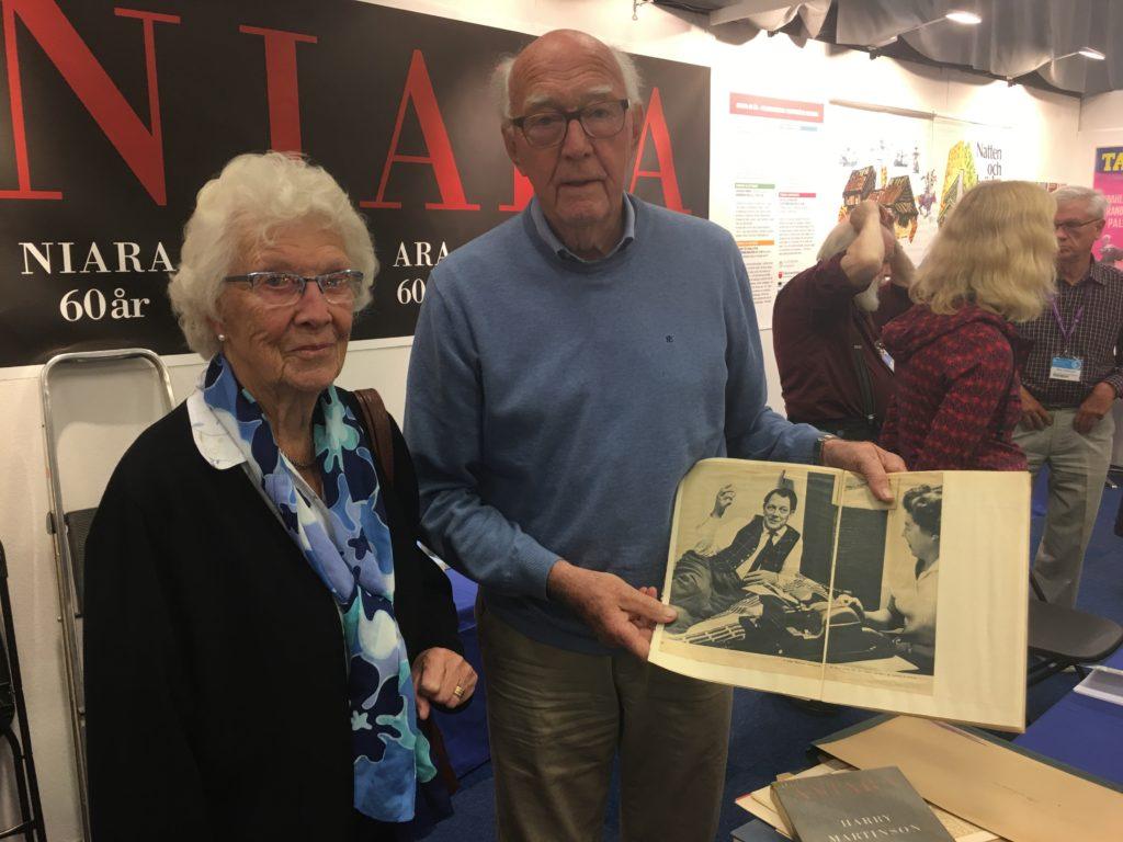 Thyra och Lennart Ohlsson kom med en fin gåva till Harry Martinson-sällskapets monter på bokmässan.